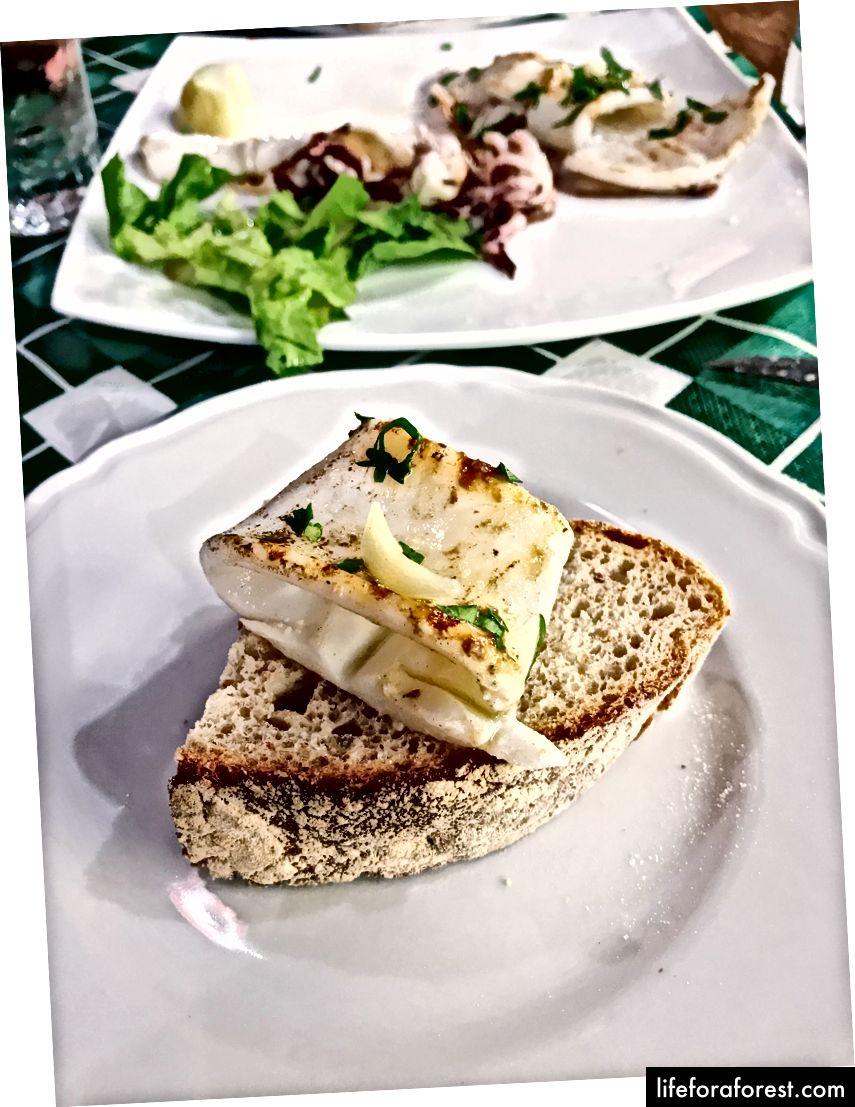 Grillet calamari crostini på La Cantinaccia del Poplo, SORRENTO