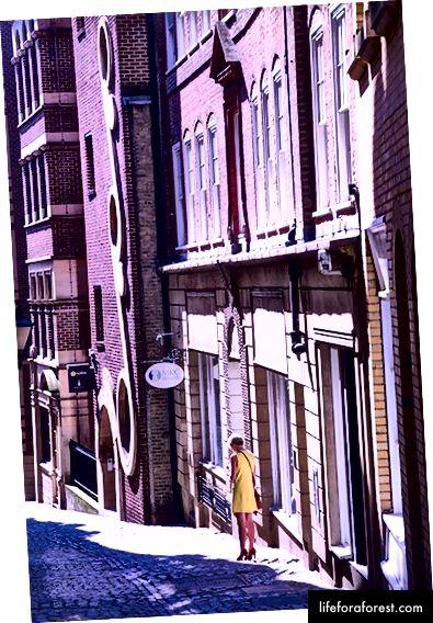 Lovat Lane, beholder atmosfæren fra sin middelalderske London-opprinnelse.