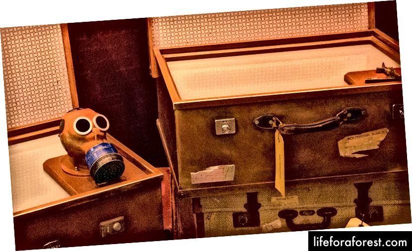 Et barns gassmaske, produsert etter 1940-talls design, men de ble aldri brukt under andre verdenskrig. Mer en symbolsk totem og påminnelse om liv som gikk tapt under den store krigen.