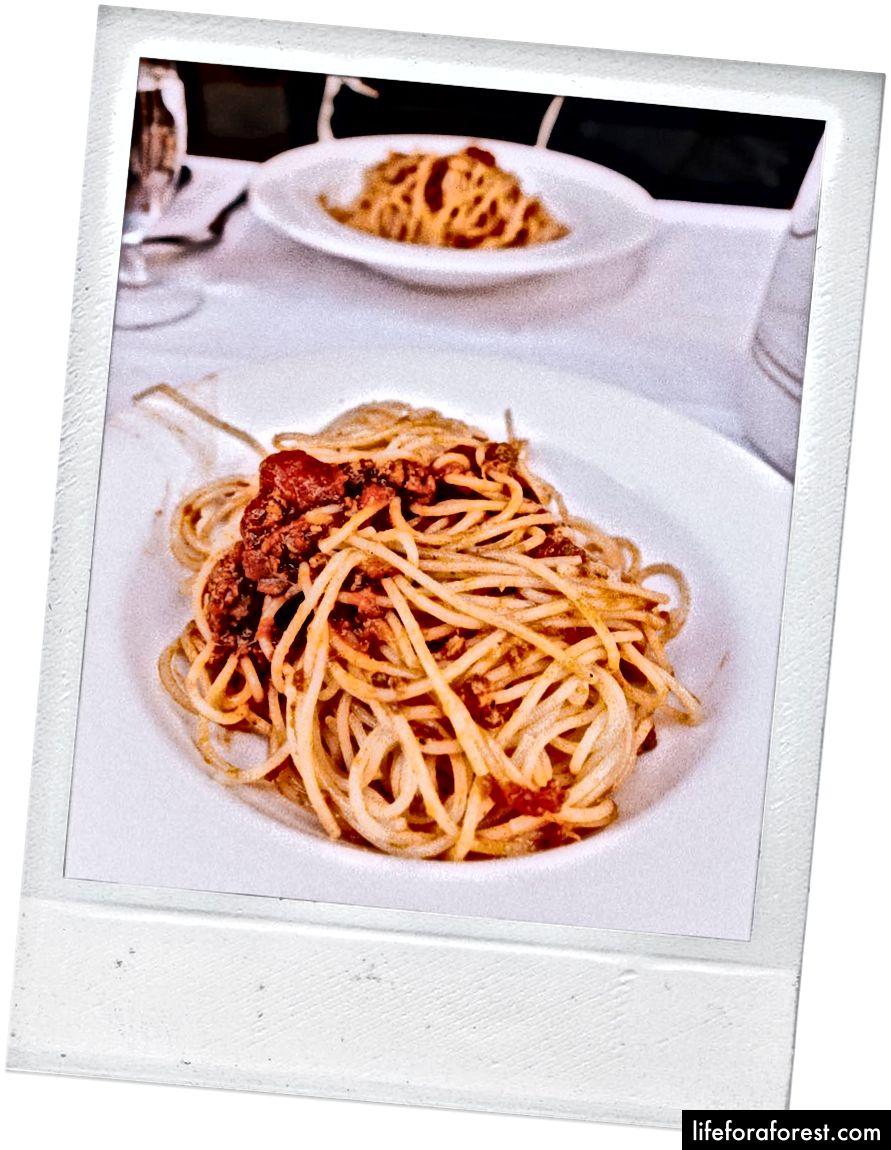 Spaghetti bolognese tại La Lampara Ciak.
