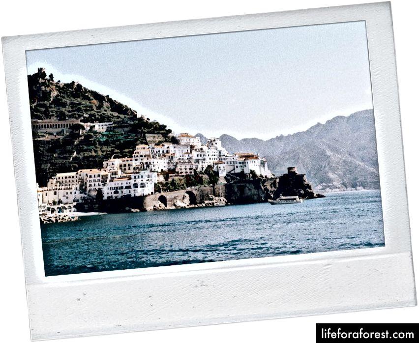 Quang cảnh bờ biển Amalfi bằng phà.