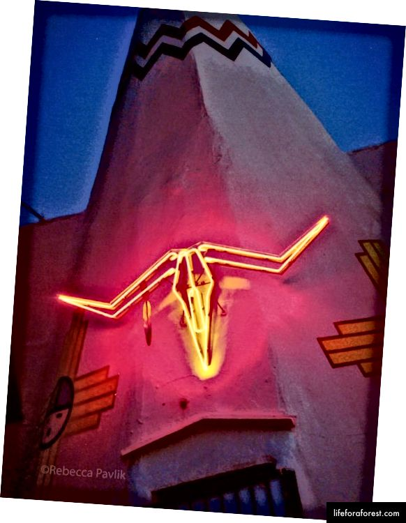 TeePee Curios trgovina u mjestu Tucumcari, Novi Meksiko | Foto © Rebecca Pavlik