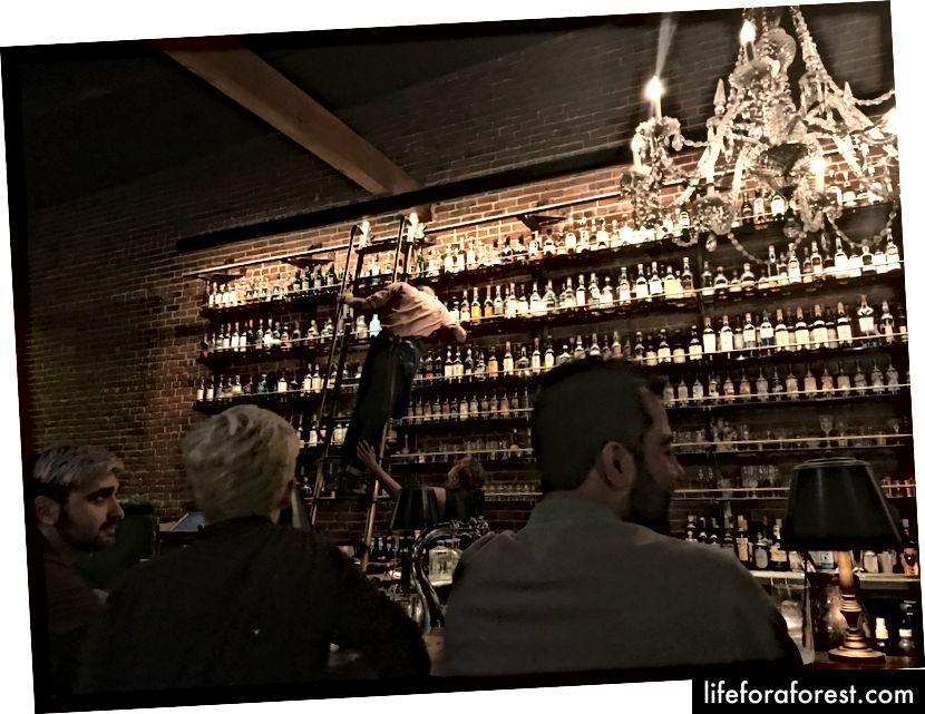 """""""Jeg vil ha [whisky] i det store vidunder et sted. Jeg vil ha [whisky] mer enn jeg kan fortelle. """"- Belle"""