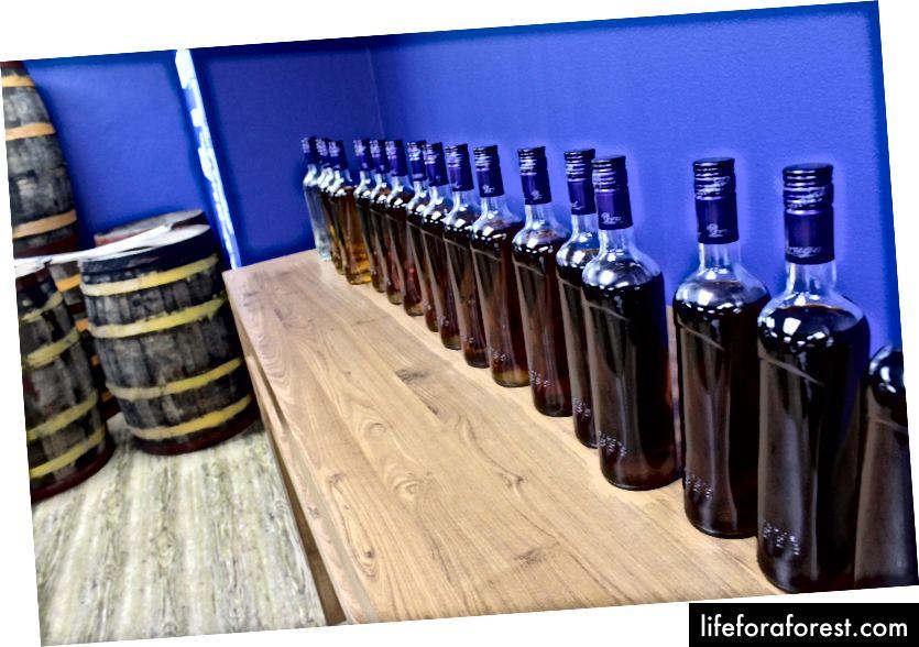 Nếm rượu rum ở Cộng hòa Dominican.