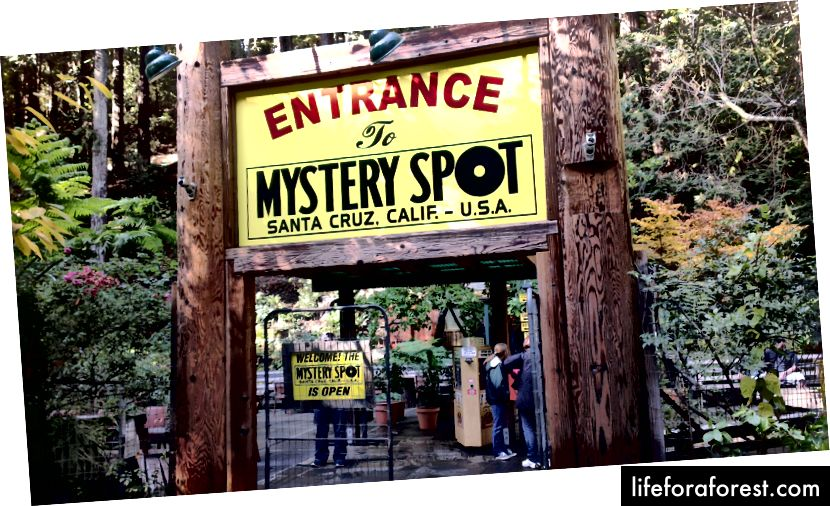 Lối vào Điểm bí ẩn ở Santa Cruz, CA (Ảnh của Tshrinivasan CC by SA 3.0)