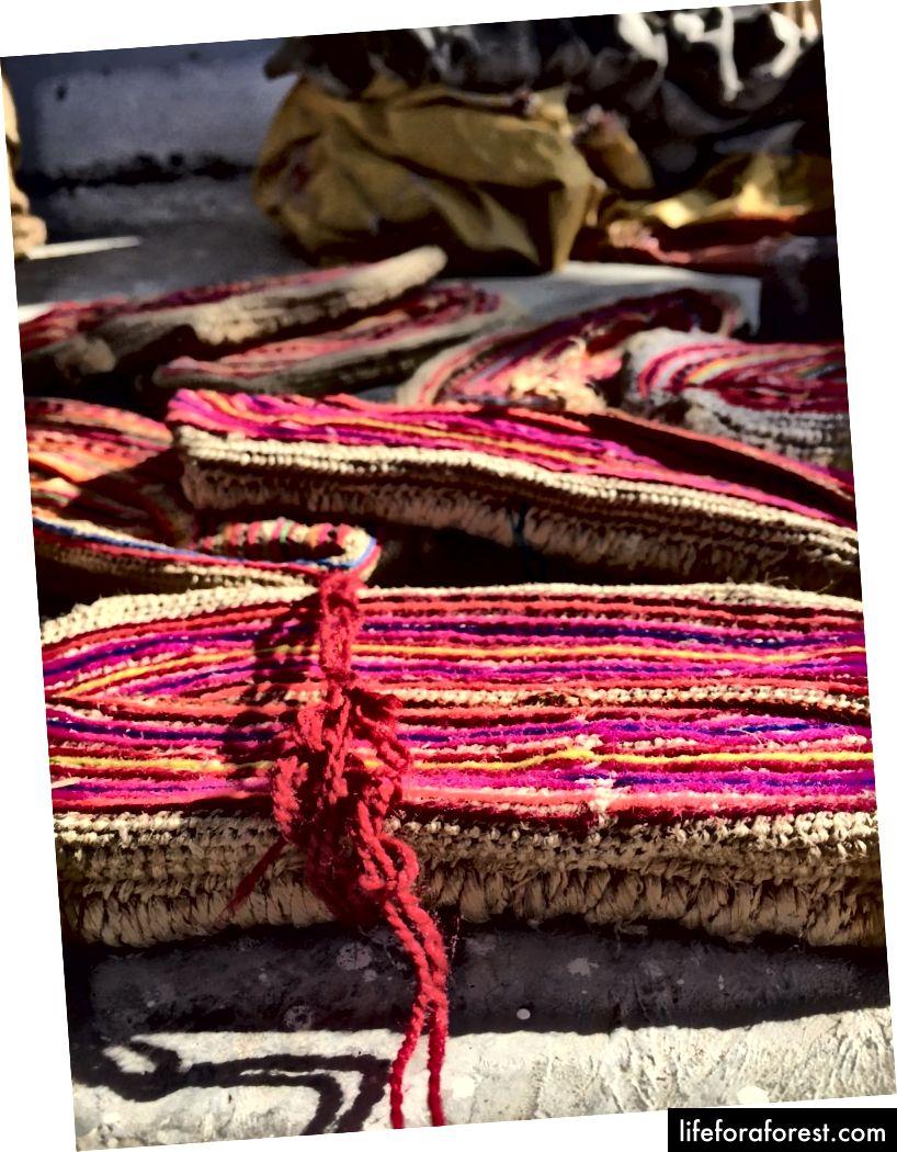 Giày làm bằng len và đay
