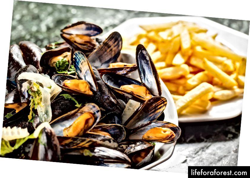 Moules-frites, Belgiyadagi midiya va qovurilgan shtapel.