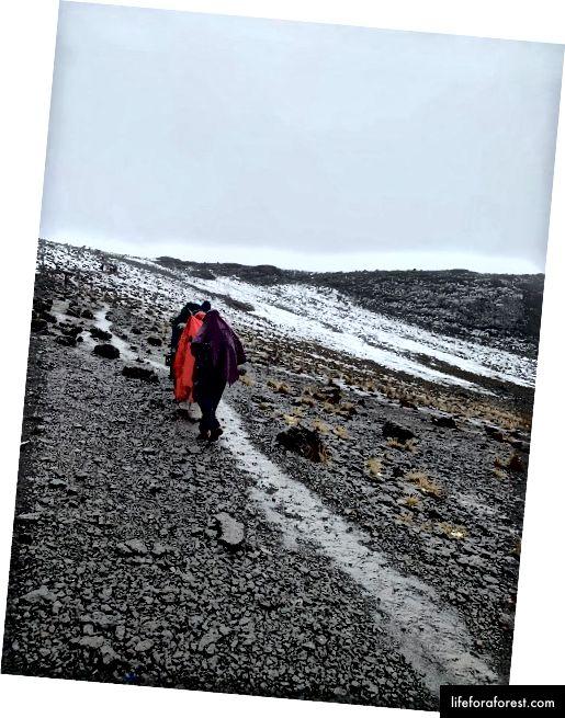 Những con đường tuyết hẹp trên đường đến Lava. Ảnh Tín dụng: Omobolaji Badmus