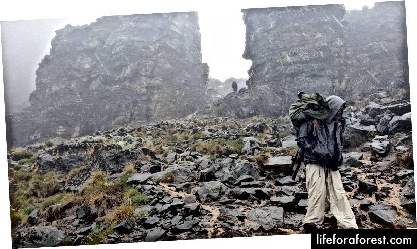 Hậu duệ từ tháp Lava. Tín dụng hình ảnh: Bright Ugwu