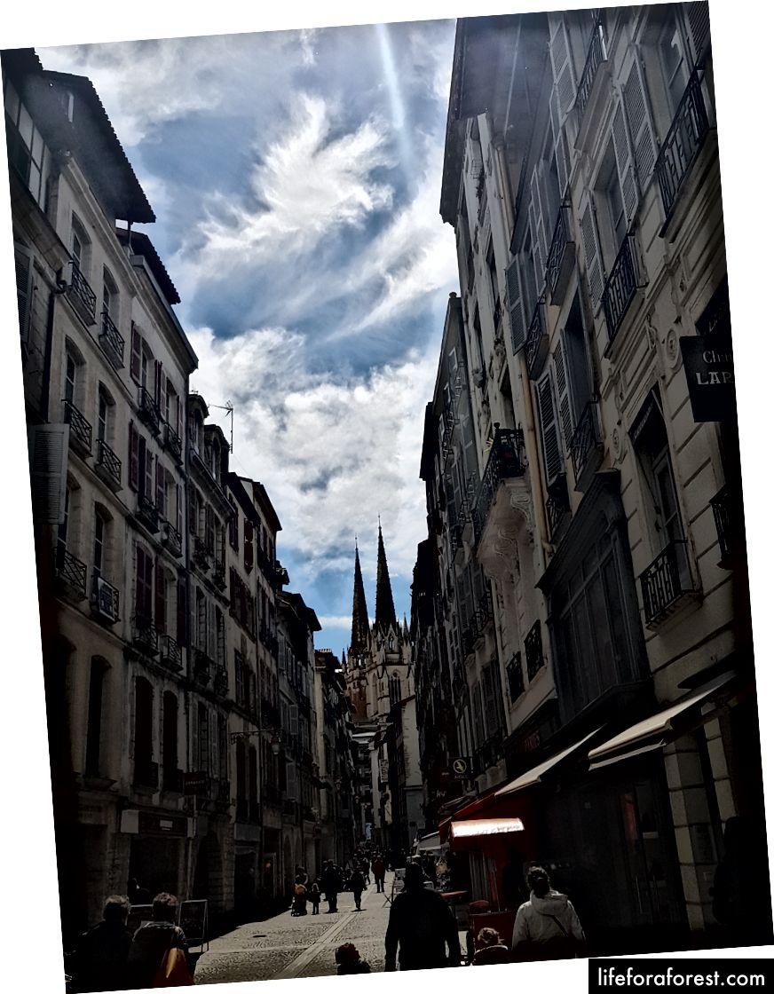 Bayonnaise street, slutter i katedralen.