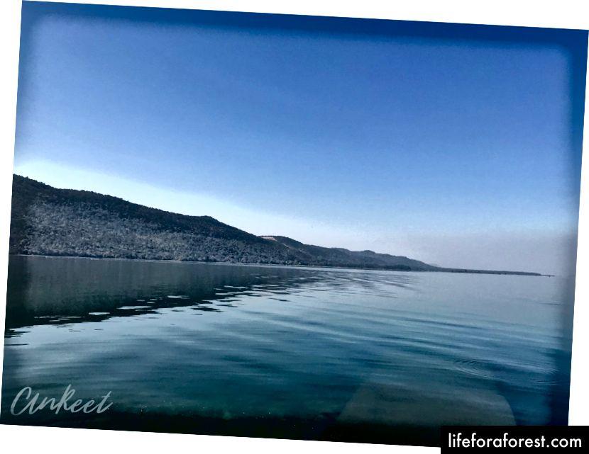 A barragem de Hirakud, a 25,8 km, é uma das maiores barragens de terra do mundo.