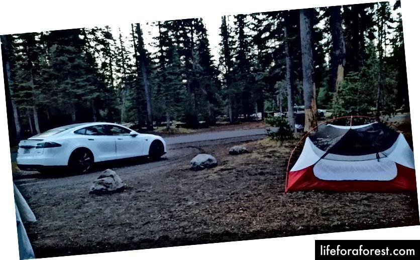 Crater Lake -kohtaan laturi ja leirintäalue (telttatarina on jo pois)