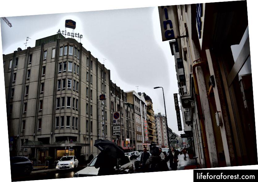 Tipikus szálloda utca a központi vasútállomás közelében, szállással minden költségvetéshez