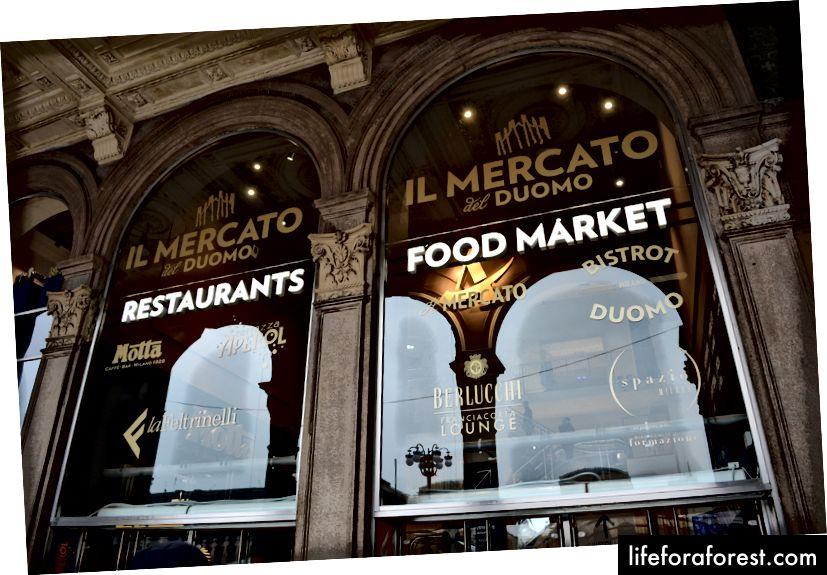 A főbejáratnál, a téren érkező forduljon jobbra, és látni fogja a Mercato-t