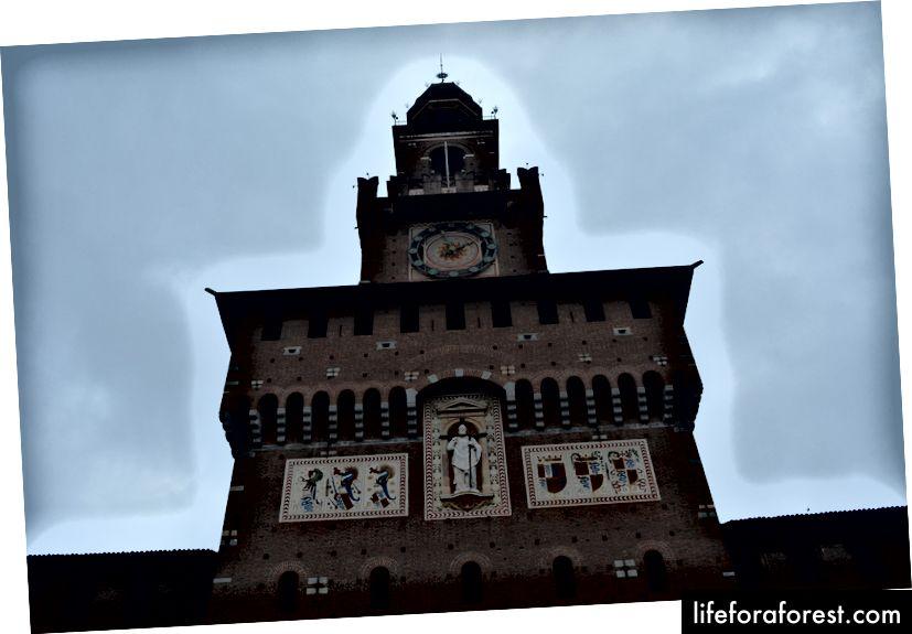 Castello Storzesco, главный вход башни