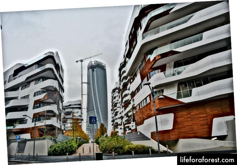 Tre Torri savīti torņi un dažas citas futūristiskas daudzdzīvokļu ēkas