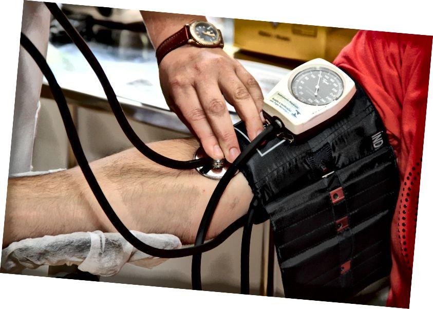 मजेदार तथ्य - एक रक्तचाप परीक्षण उपकरण को एक स्फिग्मोमैनोमीटर कहा जाता है स्रोत: Pexels