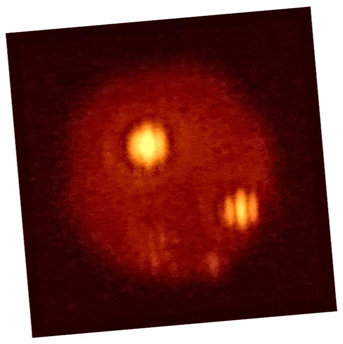 Okkultationen af Jupiters måne, Io, med dens udbrudte vulkaner Loki og Pele, som okkult af Europa, hvilket er usynligt i dette infrarøde billede. GMT leverer væsentligt forbedret opløsning og billeddannelse. (LBTO)