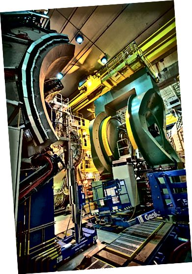 Detektor PHENIX di Relativistic Heavy Ion Collider (Brookhaven National Lab)