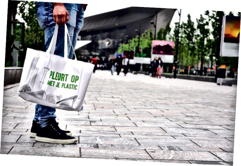Бить сумку, в Голландии. Изображение предоставлено: voor de wereld van morgen