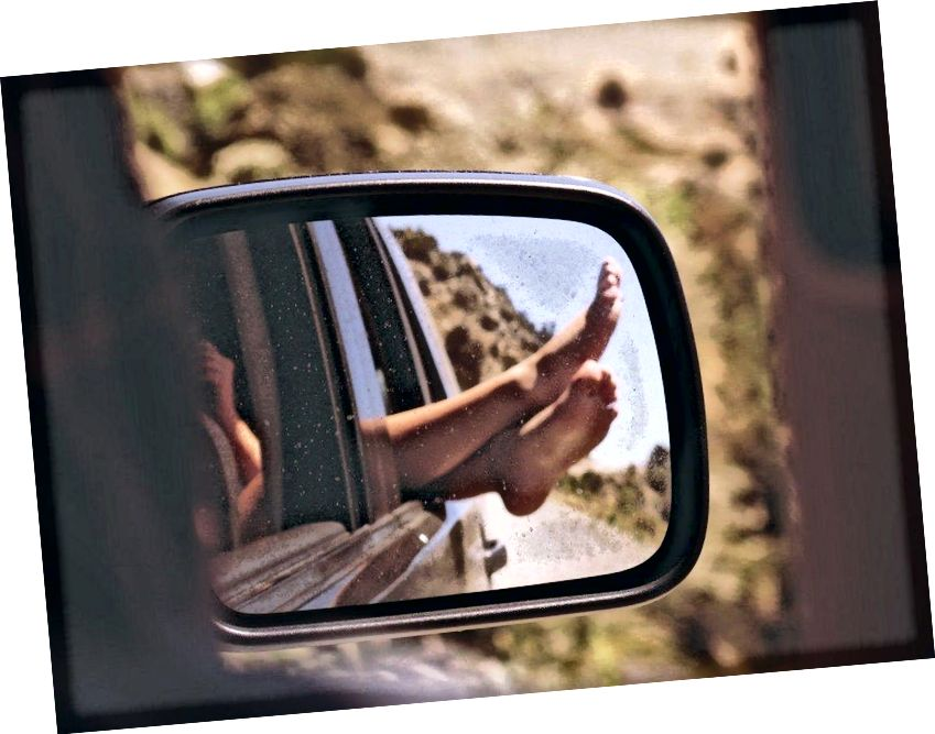 Wenn Sie Ihre Gliedmaßen aus einem fahrenden Auto herausstrecken, spüren Sie eine Kraft, während die Luft vorbeiströmt. Wenn Sie Ihre Geschwindigkeit verdoppeln, vervierfacht sich die Kraft. Wenn Sie jedoch relativ zur Luft in Ruhe sind, werden Sie überhaupt keine Kraft erfahren. (PXHERE / FOTO-NUMMER 151399)