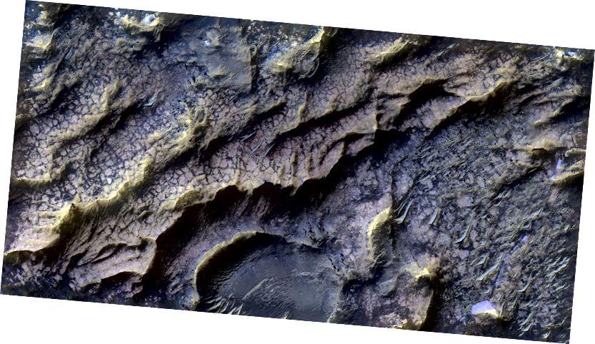Выява вырабляецца на вадзе Марс-арбітэра, які калісьці быў выразаны вадой (NASA)