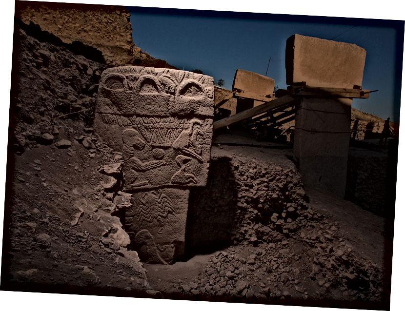 Знакаміты камень грыфа, пра які сцвярджаюць Сутман і Цікрыціс, адлюстроўвае сузор'і начнога неба. Фота Vincent J. Musi.