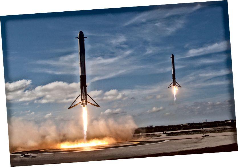 Falcon Heavy booster pojačivači slijetaju na mjesta slijetanja LZ1 i LZ2. Izvor: SpaceX