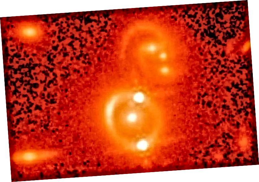 Sebuah quasar berlensa ganda, seperti yang ditunjukkan di sini, disebabkan oleh lensa gravitasi. Jika penundaan waktu dari banyak gambar dapat dipahami, dimungkinkan untuk merekonstruksi laju ekspansi untuk Semesta pada jarak quasar yang bersangkutan. (TELESCOPE RUANG HUBBLE NASA, TOMMASO TREU / UCLA, DAN BIRRER ET AL)