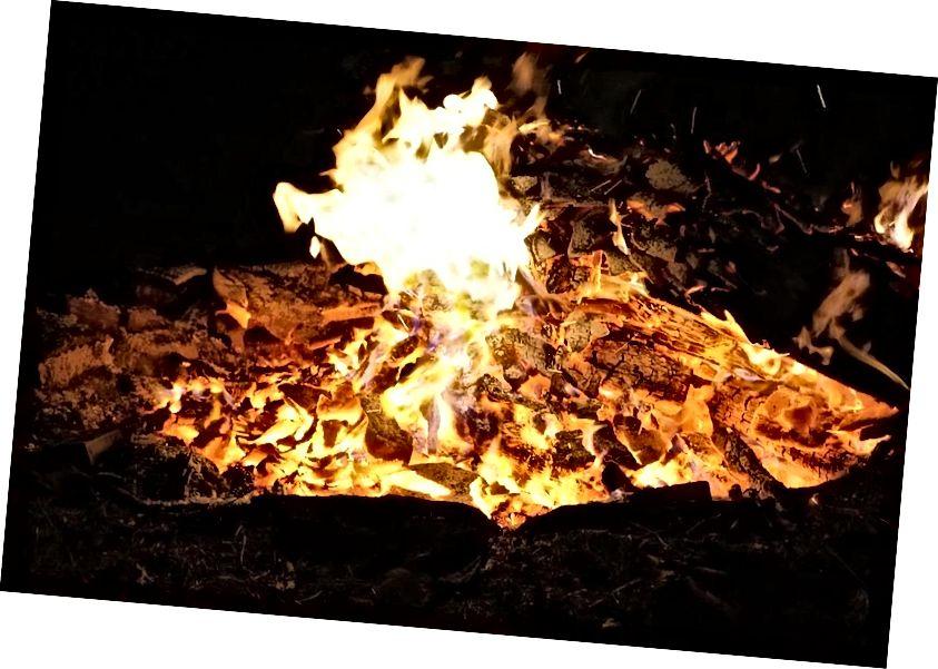 燃えたものはすべて破壊されたように見えるかもしれませんが、火から出たものすべてを追跡すれば、焼けた状態に関するすべては、原則として回復可能です。 (パブリックドメイン)