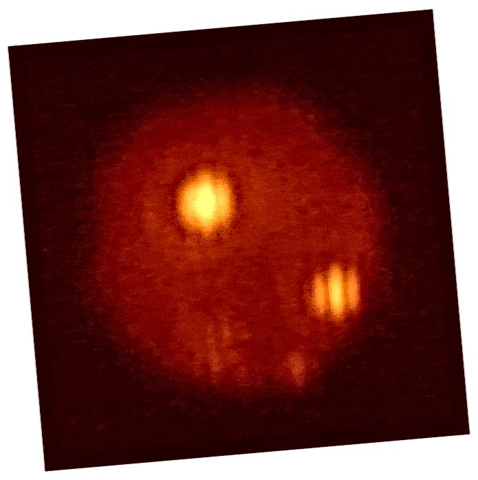 Die Bedeckung von Jupiters Mond Io mit seinen ausbrechenden Vulkanen Loki und Pele, wie sie von Europa verdeckt wird, ist in diesem Infrarotbild unsichtbar. Das Large Binocular Telescope konnte dies dank der Technik der Interferometrie. (LBTO)