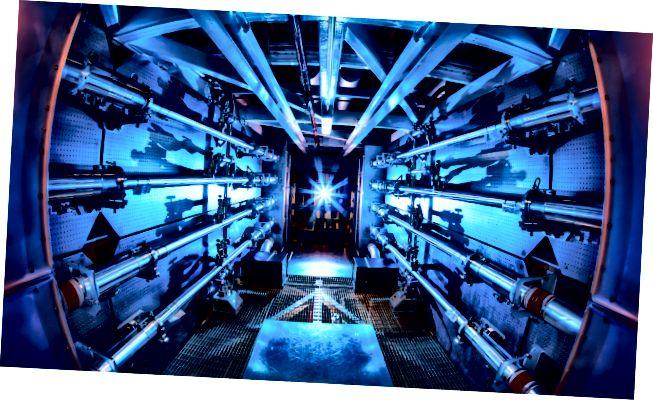 Peam preamplificatori al NIF. Il sistema laser è stato utilizzato per produrre una potenza di 500 terawatt, anche se solo per un piccolo istante di tempo. Fonte: Wikimedia Commons