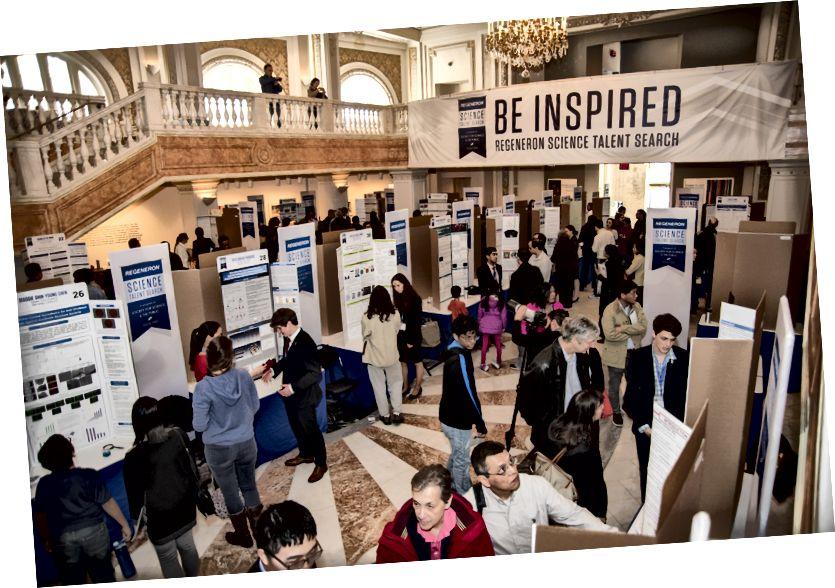 Die Finalisten der Regeneron Science Talent Search 2018 präsentieren ihre Forschungsergebnisse am 11. März 2018 im Nationalen Museum für Frauen in den Künsten in Washington, DC.