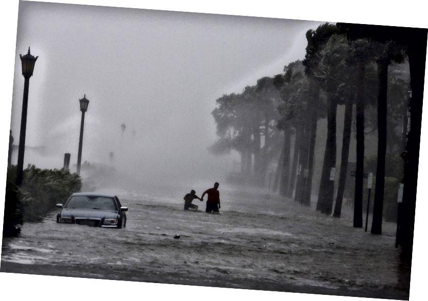 Ефектите от тропическата буря на Ирма в Чарлстън, Южна Каролина (Mic Smith / Associated Press)