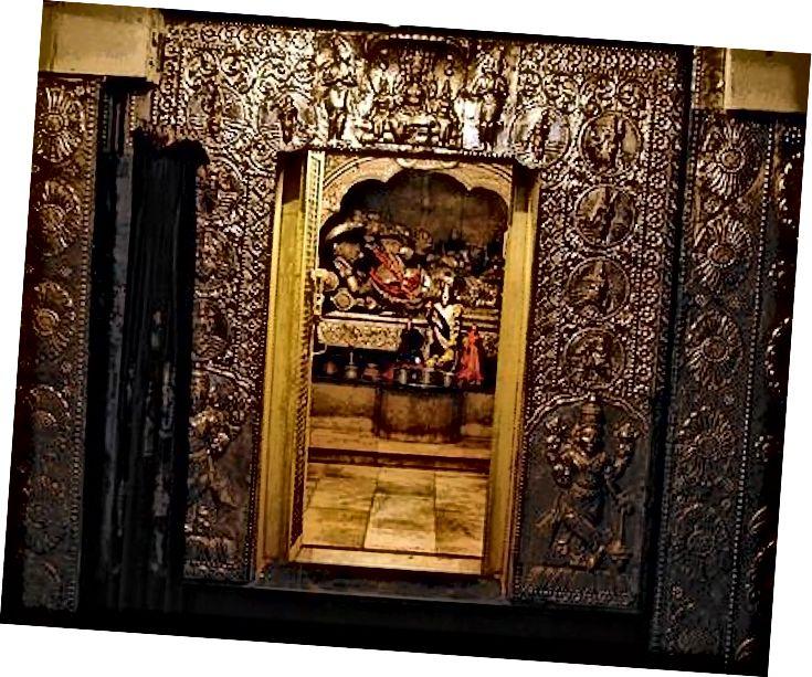 Малыя і малыя дзверы як уваход у некаторыя святыя санктуры традыцыйных храмаў