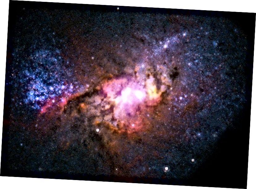 Wenn im Universum größere Fusionen von Galaxien ähnlicher Größe stattfinden, bilden sie aus dem in ihnen vorhandenen Wasserstoff- und Heliumgas neue Sterne. Dies kann zu stark erhöhten Sternentstehungsraten führen, ähnlich wie wir es in der nahe gelegenen Galaxie Henize 2–10 beobachten, die sich 30 Millionen Lichtjahre entfernt befindet. (RÖNTGENSTRAHL (NASA / CXC / VIRGINIA / A. REINES ET AL); RADIO (NRAO / AUI / NSF); OPTISCH (NASA / STSCI))