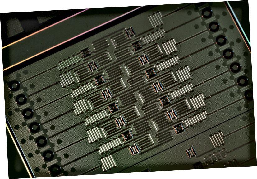आईबीएम (आईबीएम क्वांटम अनुभव) से 16 qubit क्वांटम कंप्यूटर