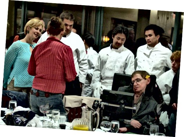 Một số bạn cùng lớp với Tiến sĩ Hawking tại một trong những bữa tiệc thường niên của Caltech