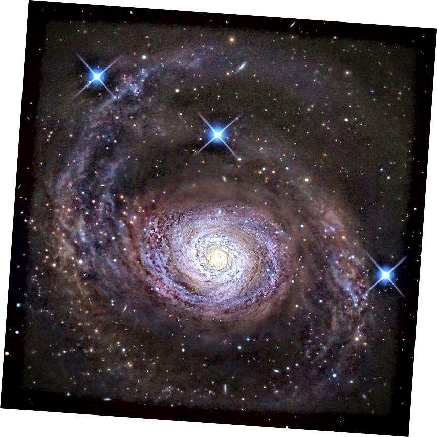 Галактыка Messier 94 вялікая, шырокая і прыгожая, і з'яўляецца дамінуючым членам слаба звязанай групы, названай для яе. Тое, што Сусвет не пашырылася занадта хутка, каб зоркі і галактыкі ні ўтварыліся, ні ўспаміналіся перад тым, як тыя самыя сутнасці маглі з'явіцца, з'яўляецца дзіўным, але невытлумачальным, фактам рэальнасці. (R JAY GABANY (OBS. BLACKBIRD))