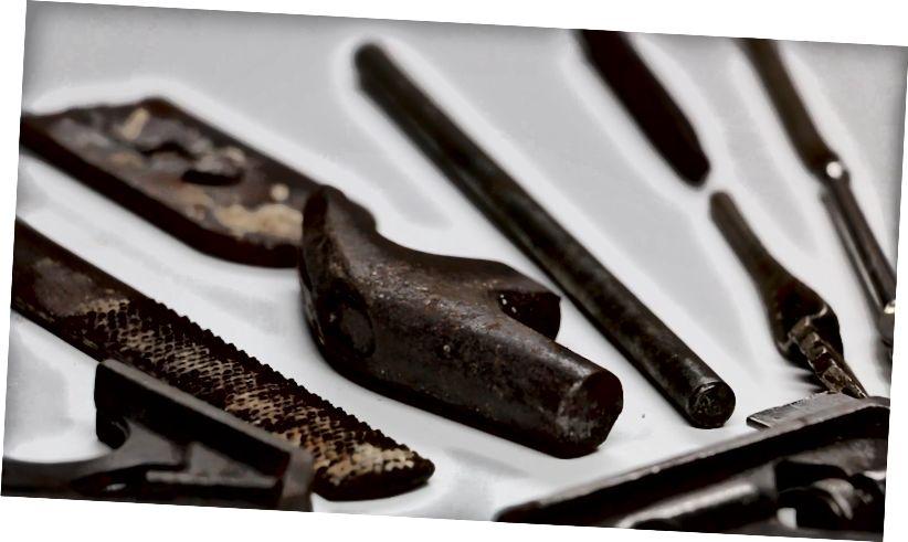 Dessa rostiga verktyg var inte tillräckligt rostiga för att klippa ned detta experiment. De verkliga verktygen jag använde var mycket, mycket rostigare.