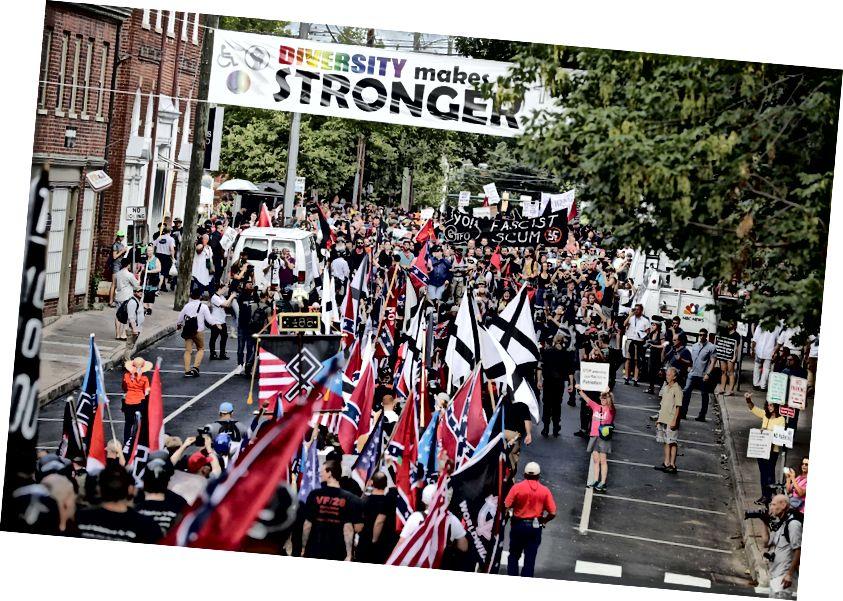 Vào tháng 8, các trường đại học đã chứng kiến các cuộc đụng độ giữa những người theo chủ nghĩa dân tộc da trắng và những người biểu tình chống phát xít. Ảnh: Getty Images / Chip Somodevilla / nhân viên