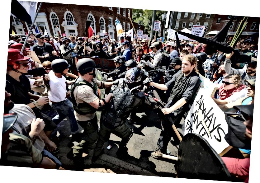 通りでの抗議行動は、ヘザー・ヘイヤーや他の人々が車にぶつかったときに最高潮に達した。 写真:Getty Images / Chip Somodevilla / staff