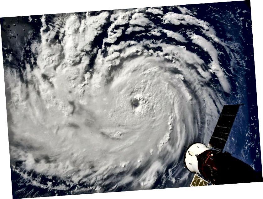 Ураган Фларэнцыя сфатаграфаваны з Міжнароднай касмічнай станцыі.