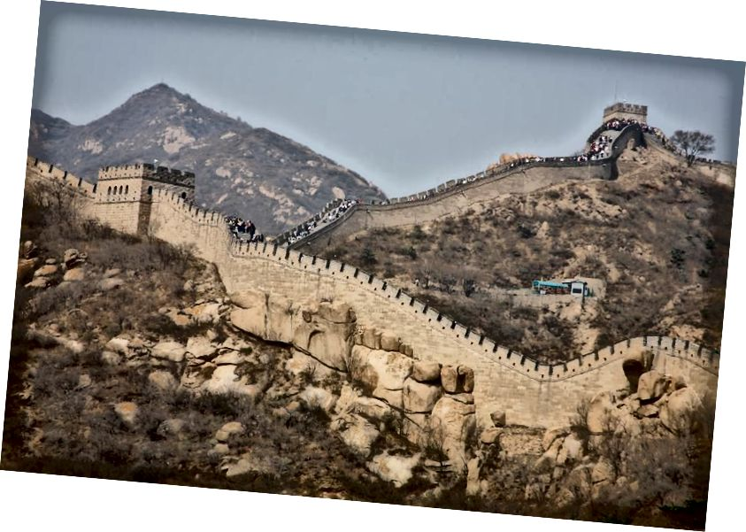 La Grande Muraglia cinese fu costruita nel corso di molte centinaia di anni e si estende per circa 1.900 chilometri. È una delle più grandi strutture costruite dall'uomo nella storia della civiltà, nonché una delle più iconiche. (Getty)