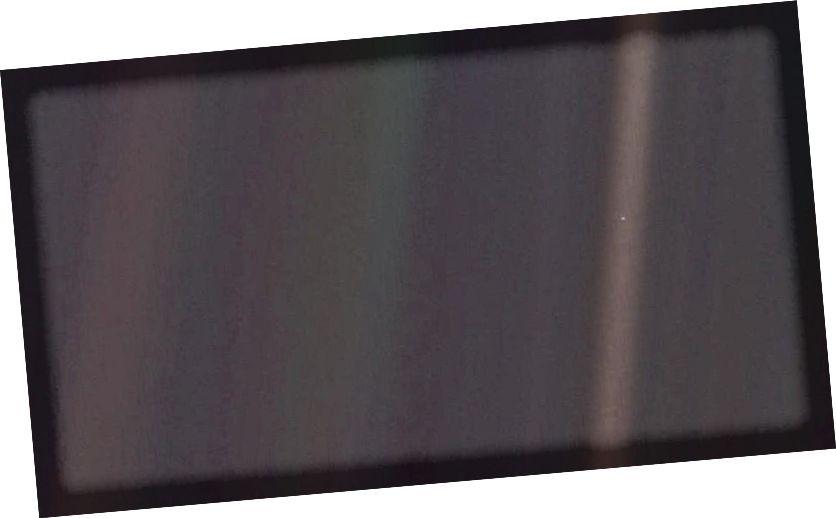 L'immagine più distante della Terra mai presa è questa: il 14 febbraio 1990, dal veicolo spaziale Voyager 1. È diventata nota in tutto il mondo come la foto del