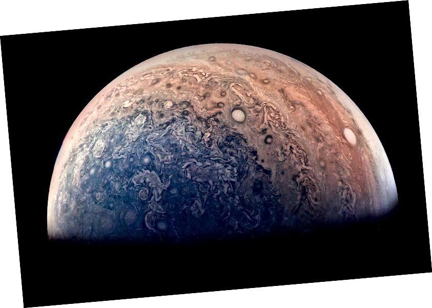 Южният полюс на Юпитер, превзет от космическия кораб