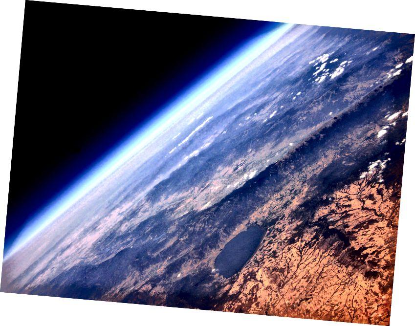 Fotó nagymagasságú léggömbről: Kostas Tamateas / Barcroft Image / Barcroft Media a Getty Images segítségével