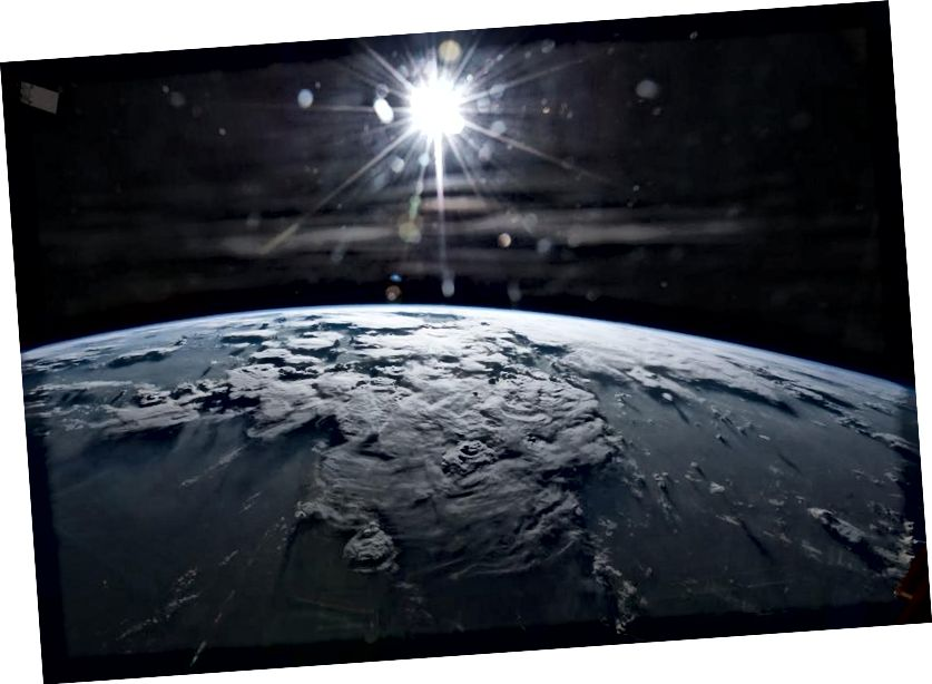 Trái đất và Mặt trời, không khác mấy so với cách chúng có thể xuất hiện 4 tỷ năm trước. Tín dụng hình ảnh: NASA / Terry Virts.