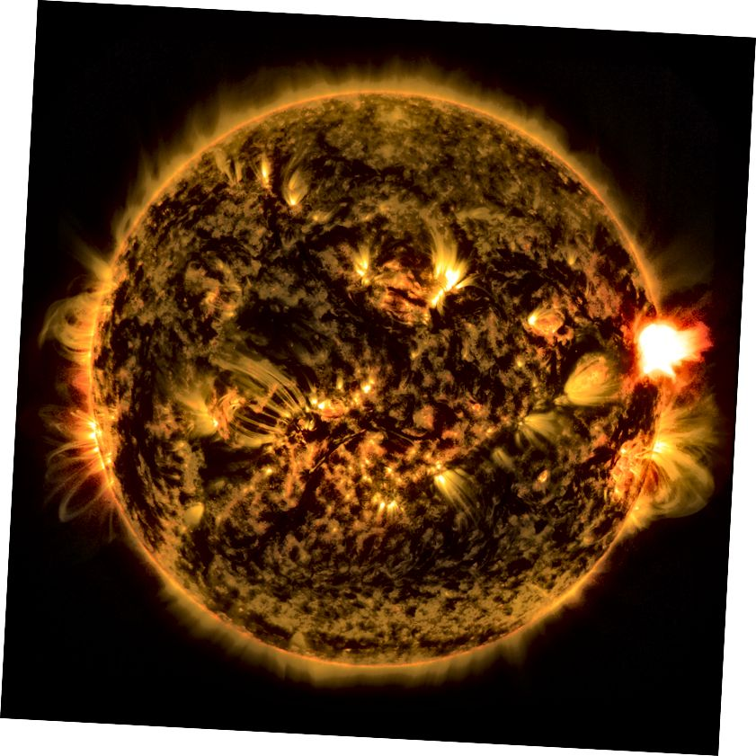 Saules gaisma rodas kodolsintēzes dēļ, kas galvenokārt ūdeņradi pārvērš hēlijā. Tomēr zvaigznes var veikt turpmākus procesus, radot daudz smagākus elementus. Attēla kredīts: NASA / SDO.