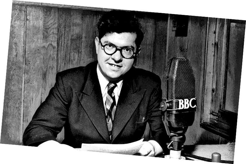 Fred Hoyle bio je redoviti radio na BBC radijskim programima 1940-ih i 1950-ih i jedna od najutjecajnijih ličnosti na području zvjezdane nukleosinteze. Kreditna slika: British Broadcasting Company.
